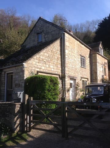 18th century rural Cotswold cottage