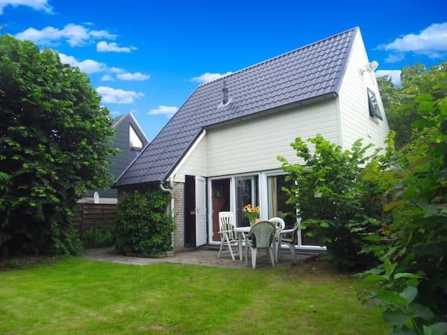 Holiday home with Sauna near Wadden Sea Friesland - Anjum - Bungalow