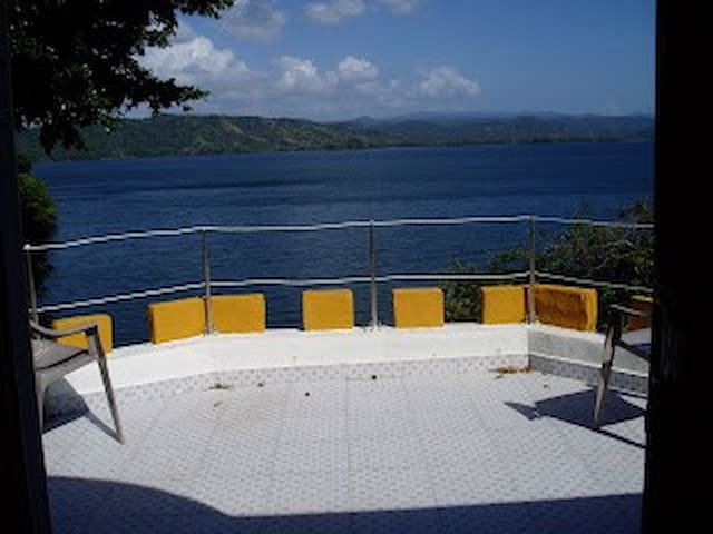 Cabaña Frente al Lago Maden - Isla Yerba Verde