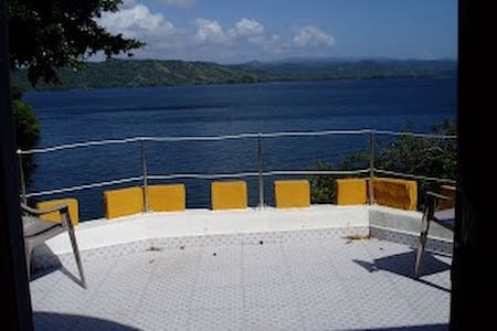 Cabaña Frente al Lago Maden - Isla Yerba Verde - Hotel ekologiczny