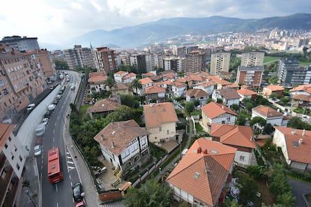 HAB. DOBLE EN ZONA TRANQUILA Y BIEN COMUNICADA - Apartment