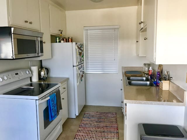 Cozy, clean apartment with pool and balcony. - Long Beach - Pis