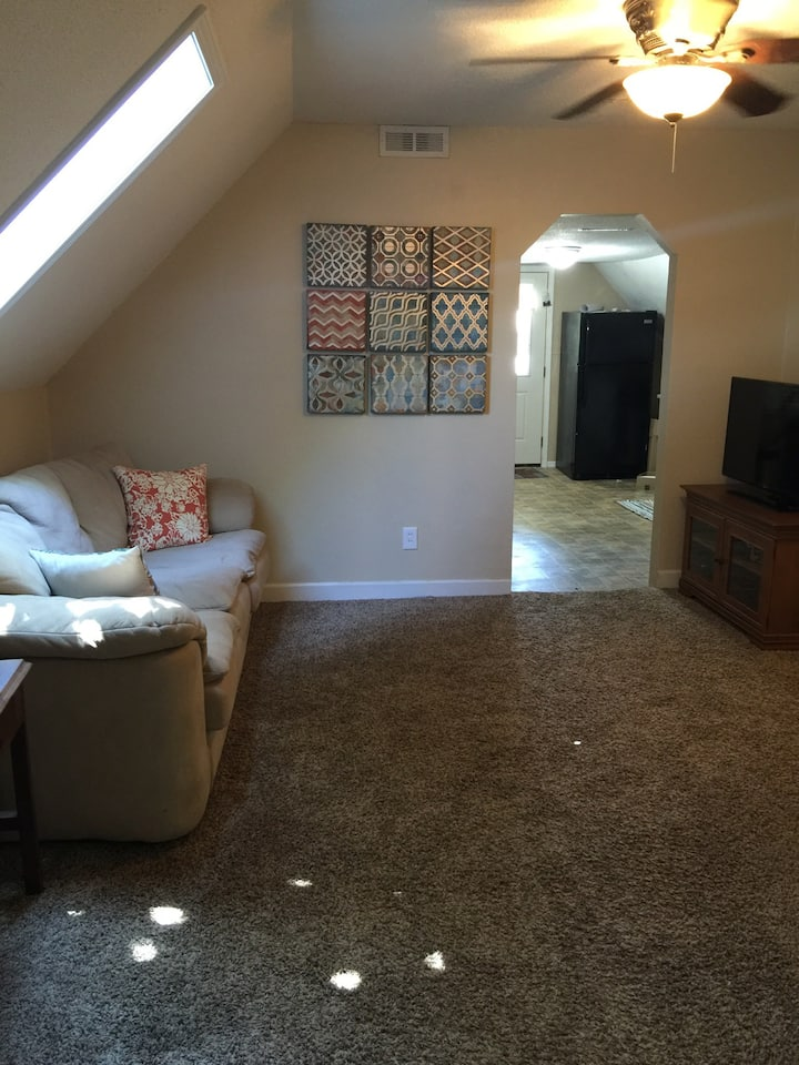 Budget friendly upstairs apartment in duplex!