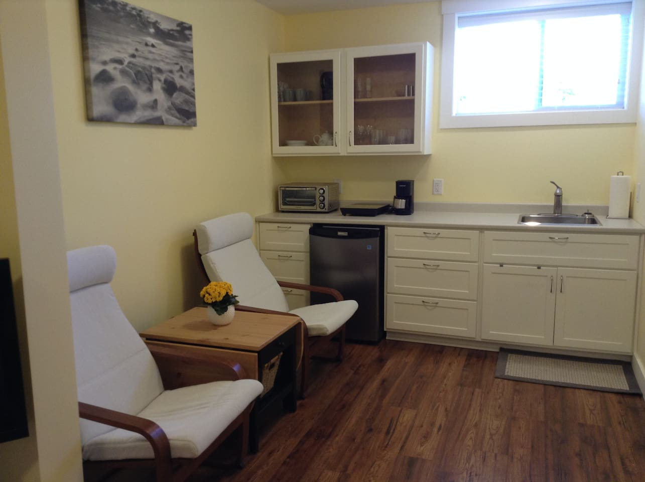 Kitchenette with all things you need and a table that you can make bigger.