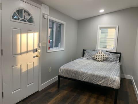 غرفة خاصة مزودة بوسائل راحة ومدخل خاص ، بالقرب من DC