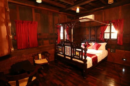 5 beded wooden room (Pathayapura) - Sultan Bathery - Hôtel historique (Inde)