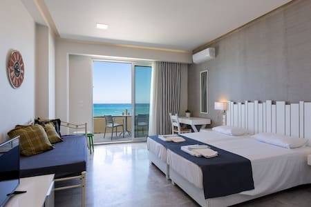 Suite Highlight: Spacious, tastefull decoration and Sea view