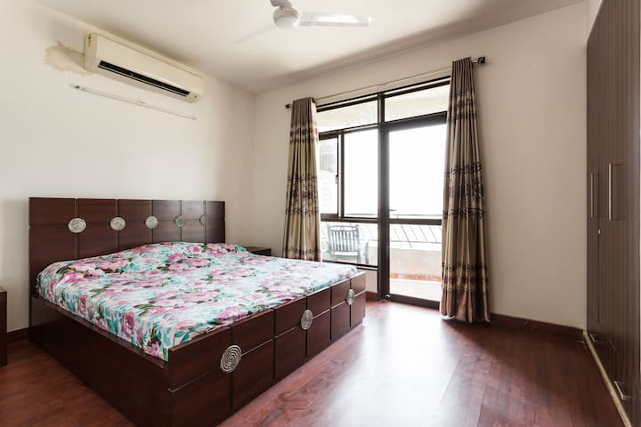 FULLY FURNISHED  2BHK, APARTMENT !! - Noida - Flat