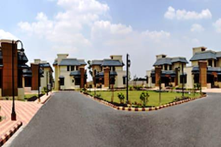 Luxury Villa on Airport road / hotel Radisson - アムリツァル