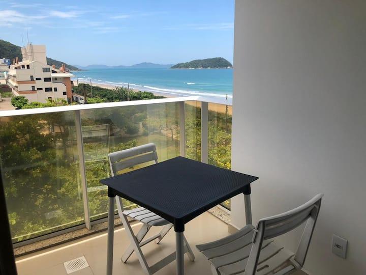 29- Apartamento lateral ao mar com uma linda vista