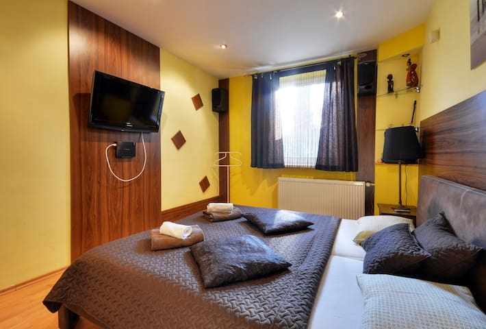 Apartments VILLA IVICA /Marianka/2-room APT PALACE