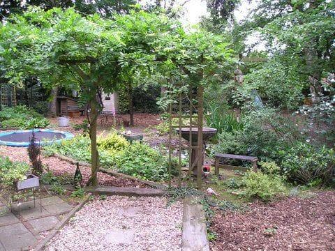 広い庭園にサウナと浴槽(オプト)があるコテージ!
