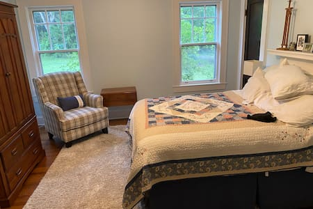 Full 3BR 2 Bath house, Charm and amenities abound