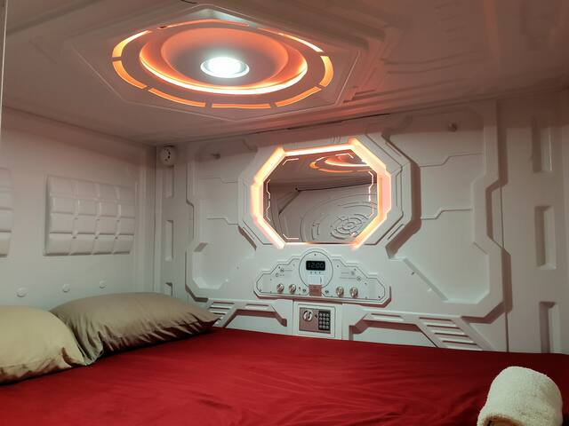Science Fiction Capsule Double Room Free Breakfast