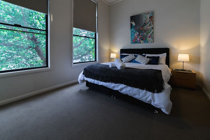 CBD Luxury Guesthouse walking distance to hospital