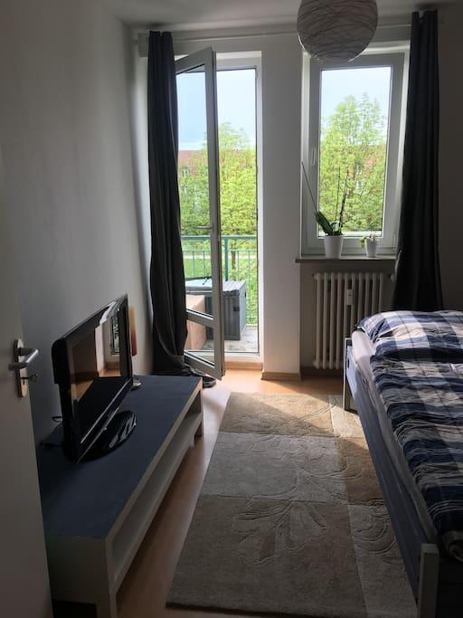 m biliertes zimmer mit balkon und eigenem wc wohnungen zur miete in regensburg by deutschland. Black Bedroom Furniture Sets. Home Design Ideas
