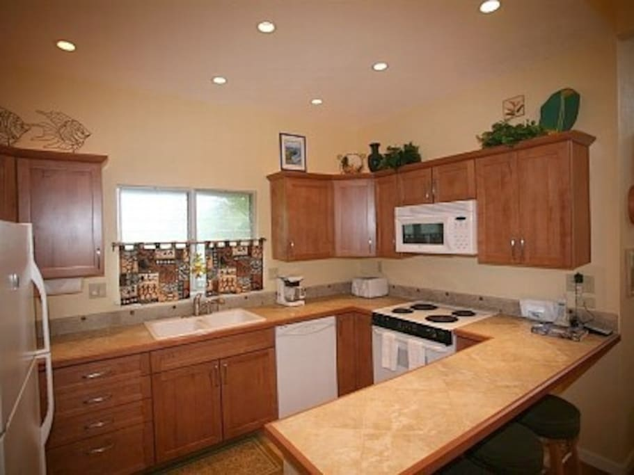 Fully equipped kitchen--prepare fresh produce and seafood from farmer's markets