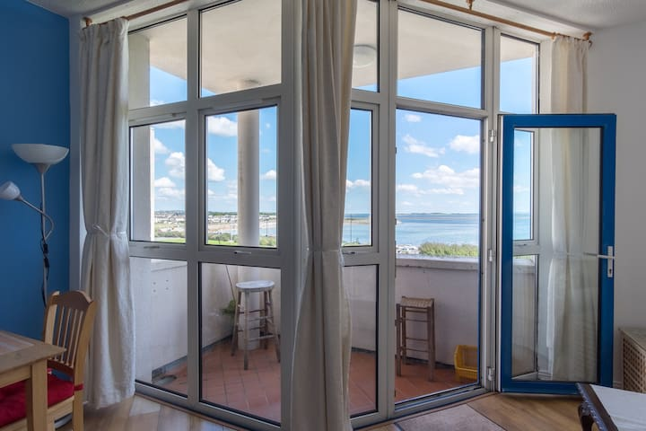 Galway - Fabulous Sea View Apartment, with Parking - Salthill