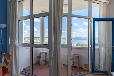 Galway - Fabulous Sea View Apartment, with Parking - Salthill - Appartement