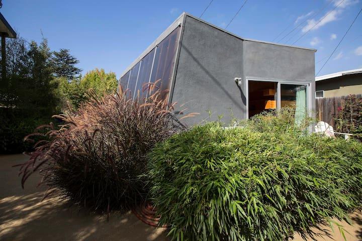 Sunlit studio in Silicon Beach