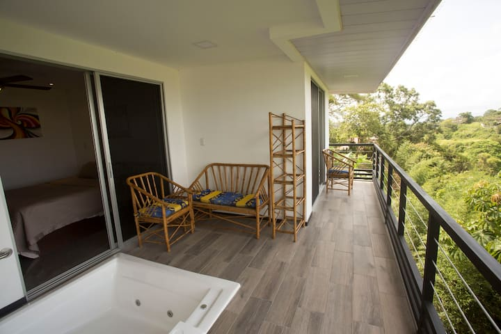 Luxury Romantic Villa in Escazu  w/Jacuzzi & Views