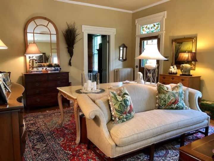 Country Chic Downtown 3/BR Location & Amenities A+