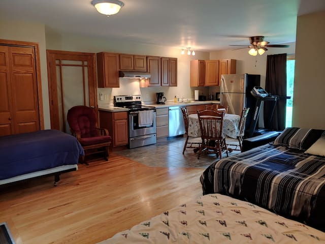 Quiet Country Guest Suite - State Fair Special