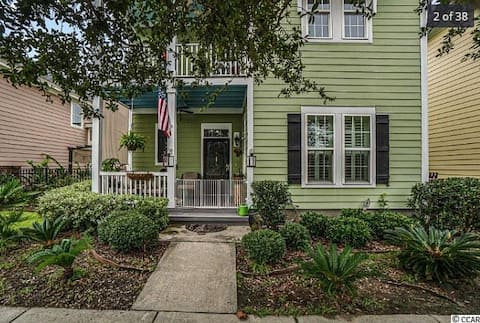 Three Bed Two Bed Home..1.5 Miles to the beach!!!