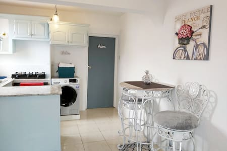 Fairview Place- Chic 1 Bedroom Apartment