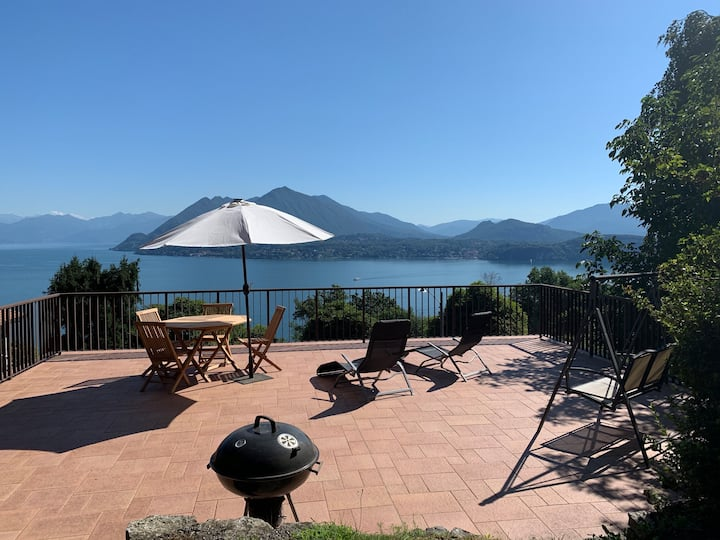 Cottage with breath-taking views of Lake Maggiore
