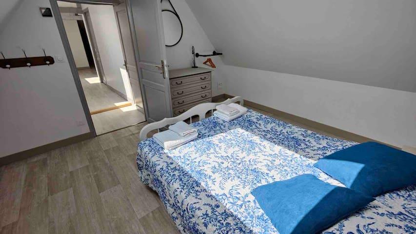 Chambre double à l'étage, lit de 140 * 160