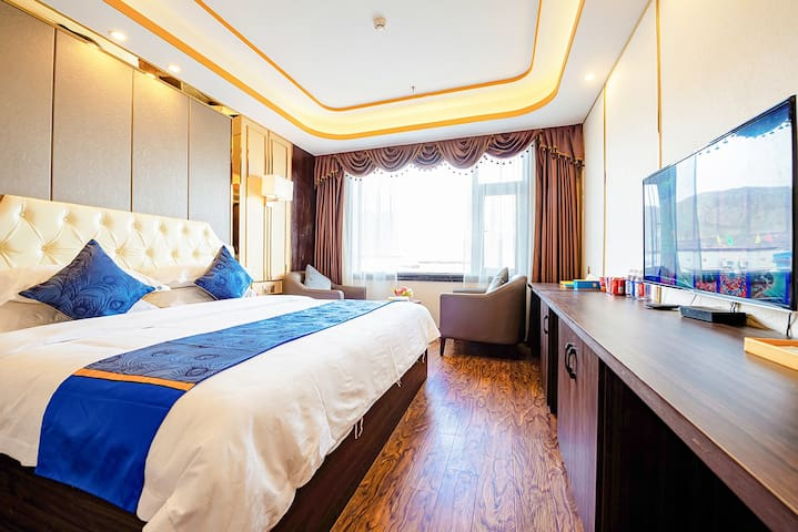 扎什伦布旁的豪华大床房(可提供制氧机,收费)
