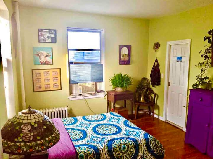 CLEAN COZY BOHO room steps to Staten Island Ferry!