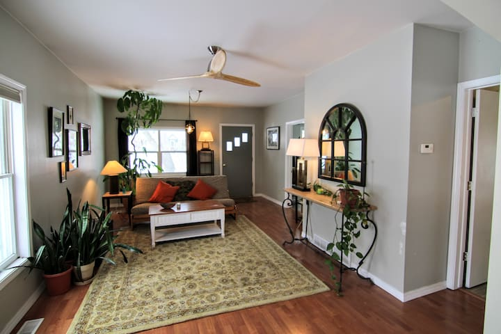 New Listing Bright Open Space, Clean & Comfortable - Missoula - House