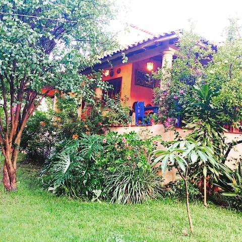 Residencia tipo folk - El Tarengo - House