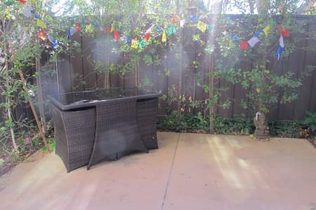 Private Room in Bright Sunny Spacious Townhouse - Agoura Hills