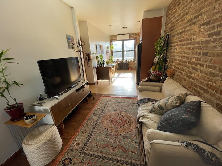 Comfy and cozy 1 br in the border of BK and Queens