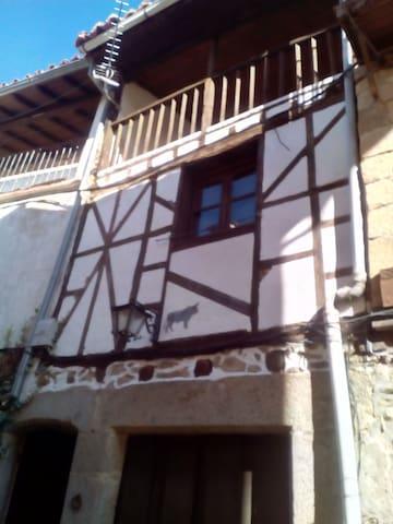 Casa del Toro. Casa típica serrana en Villanueva