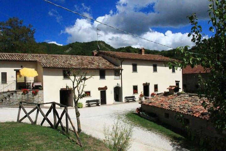 Appartamento Alba Dorata - Borgo Pace - Bed & Breakfast