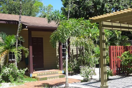 Green Palm Cottage -Green Palm Villa Vacation Apts - Fort Myers