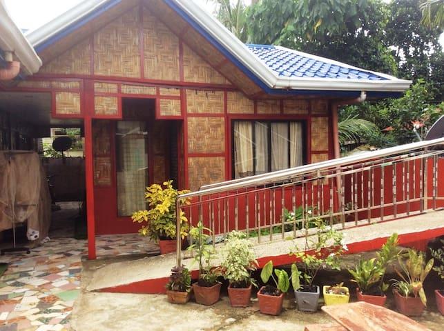 Native Garden, comfortable home away from home...