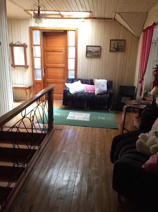Escalera y hall de ingreso al dormitorio