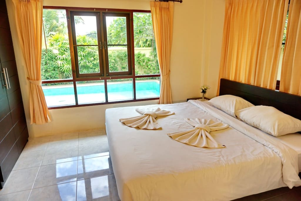 Master bedroom - air-con, king bed