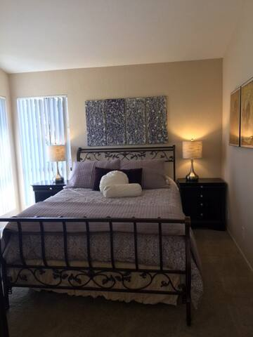 Beautiful Private Room & Bath with Gorgeous Views - Lake Forest - Apartamento