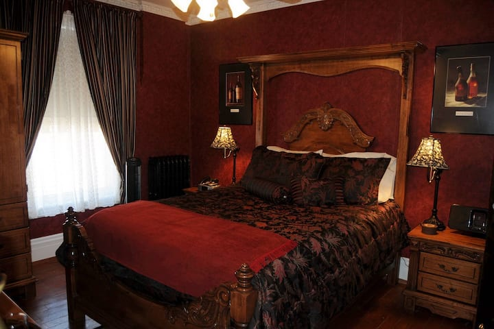 Cabernet Suite @ 5*Bacchus House Bed & Breakfast