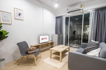 No.1•TH39•Clean and spacious room near Emquartier