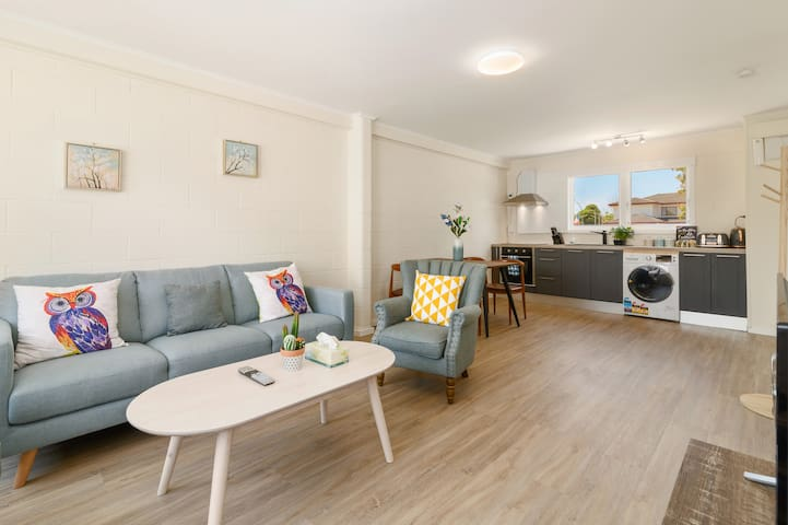 Large Stylish 2BD Apartment Central Rotoroua Unit3