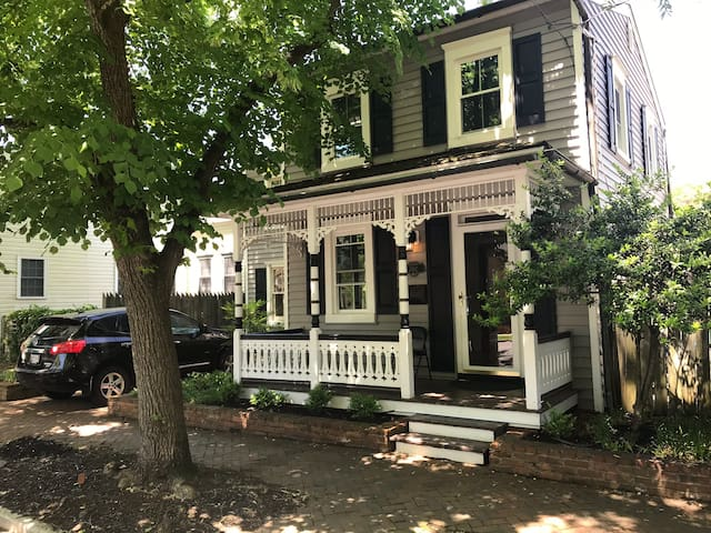 Classic Victorian home in the heart of Eastport