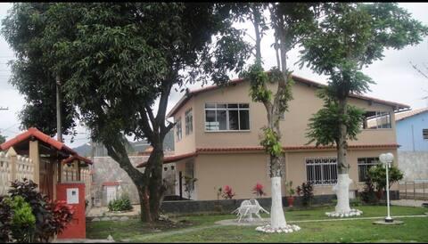 Casa enorme em Maricá na rua da delegacia