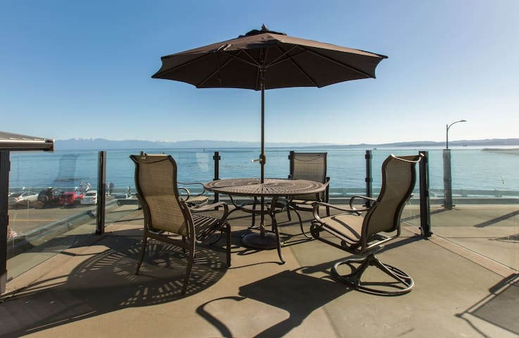 Sea It All-Luxurious Ocean Front Home in Victoria`s James Bay, Olympic Mtn Views